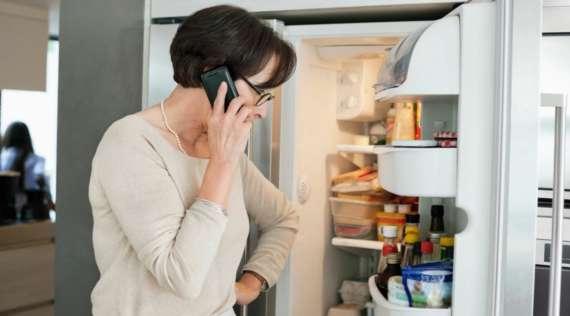 Холодильник не морозит — что делать?